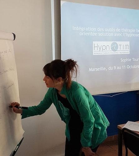 Sophie TOURNOUËR, Psychologue Clinicienne, Formatrice en Thérapies Brèves, EMDR - IMO au CHTIP, Institut Hypnotim et Institut In-Dolore à Paris et Marseille